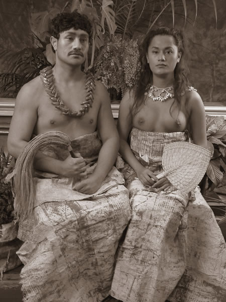 Shigeyuki Kihara, Ulugali'i Samoa; Samoan Couple (2005) chromogenic print, 800 x 600 mm, Courtesy of Shigeyuki Kihara