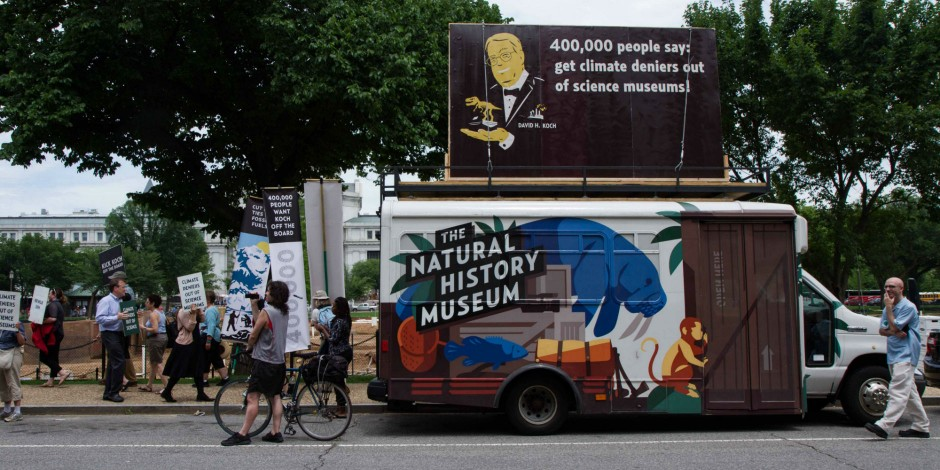 The Natural History Museum, rally outside the Smithsonian National Museum of Natural History, Washington 2015.  Credit: Natural History Museum